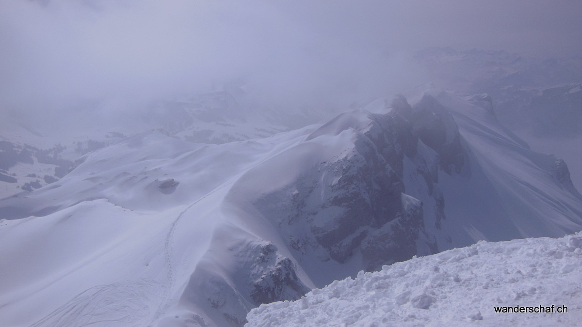 der Nebel hüllt den Gipfel vom Hengst ein