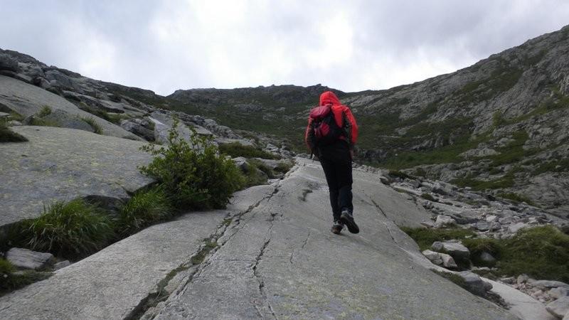 Abwechslungsreiche Landschaft im Aufstieg zum Lac de Nino