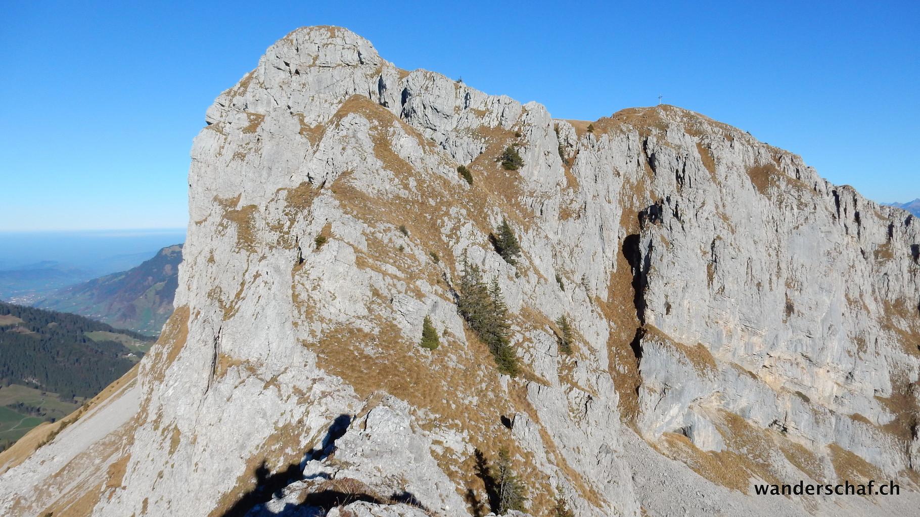 Blick zurück.....trockene Bedingungen sind für diesen ausgesetzten Abschnitt unbedingt nötig. Bei der kurzen Kletterpassage ist eine Kette montiert