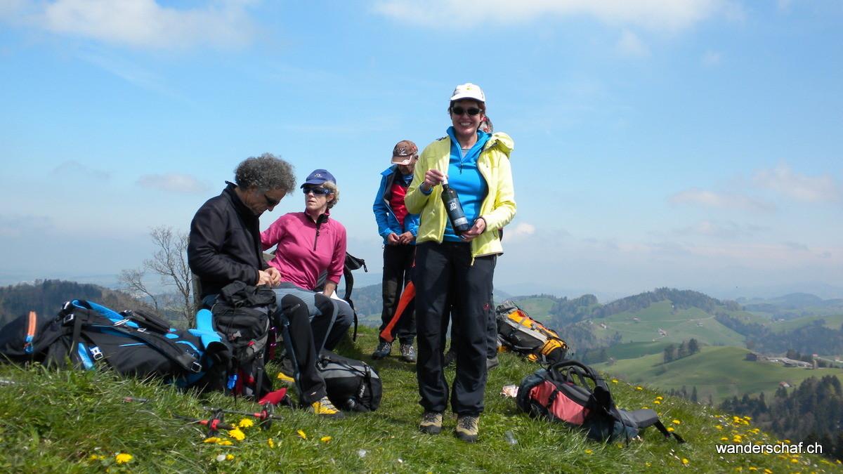 auf dem ersten, namenlosen Gipfel gibt's die schon traditionelle Eierdütschete