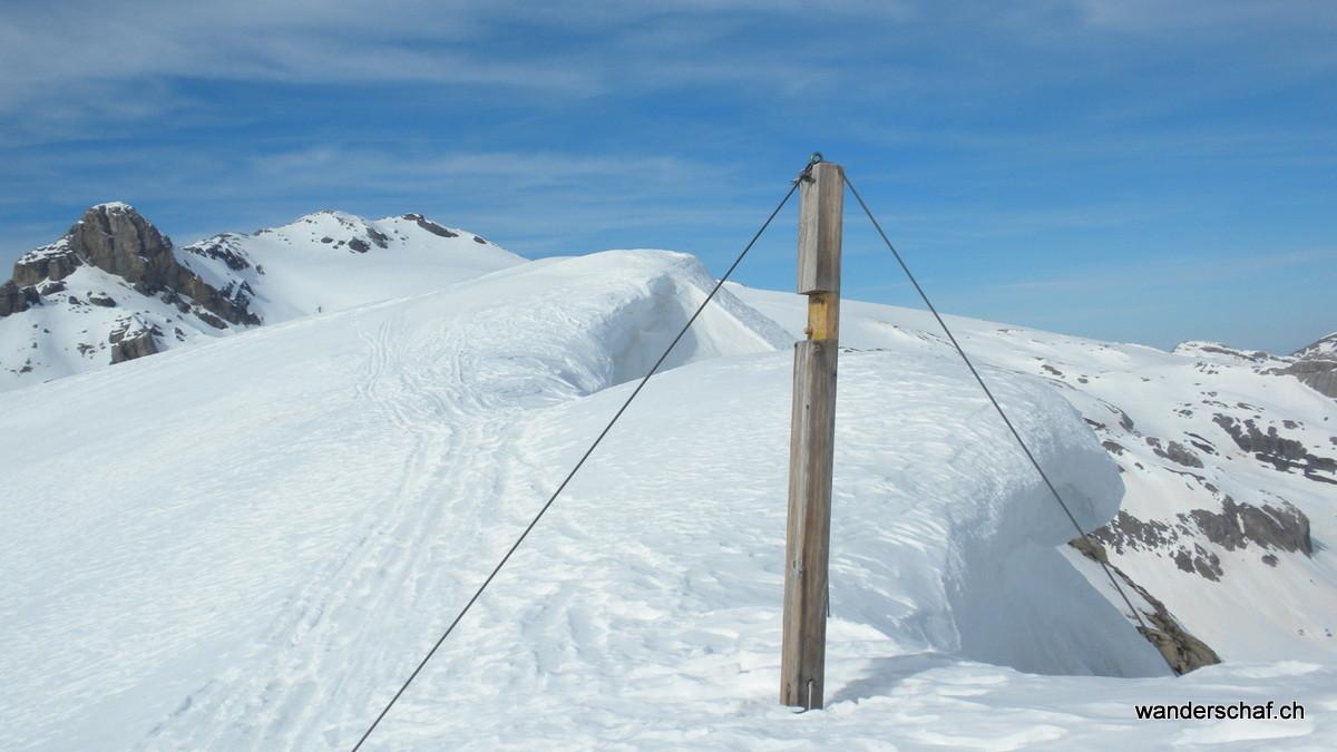 das etwas mitgenommene Gipfelkreuz