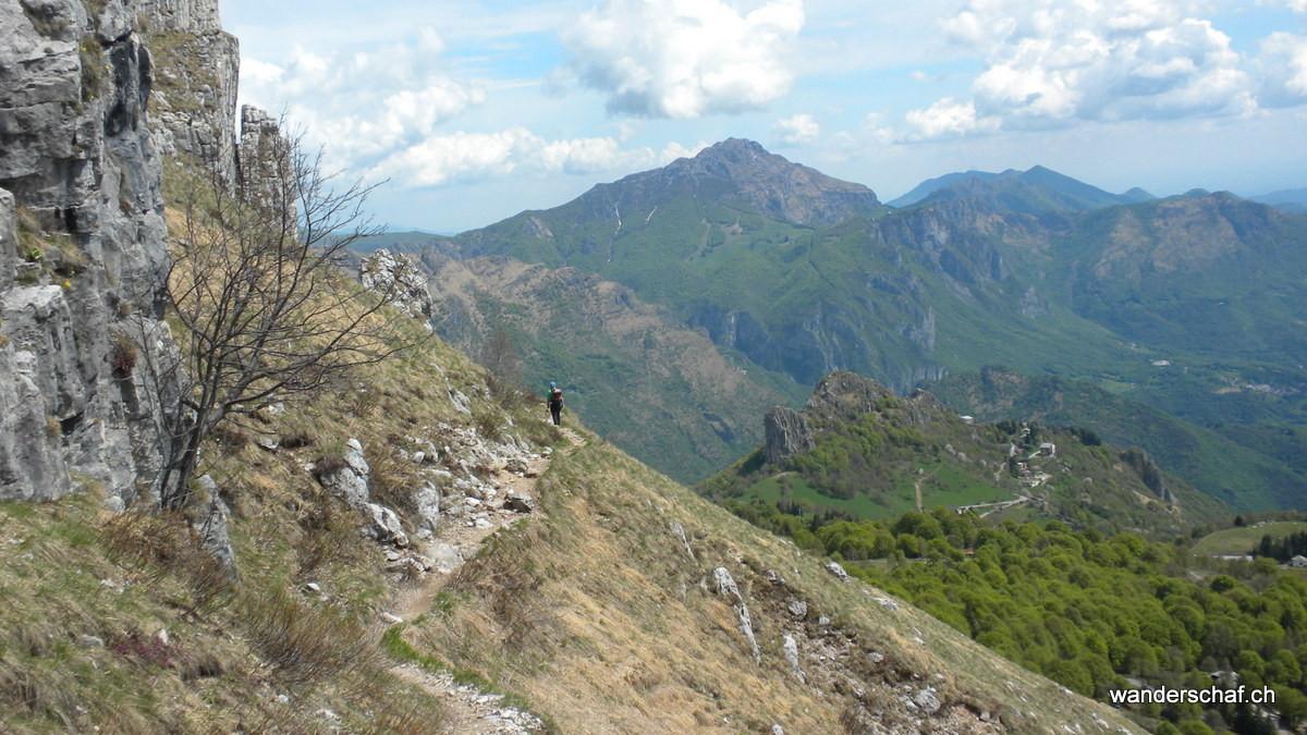 im Hintergrund der Monte Resegone....da wussten wir noch nicht, dass wir morgen dort oben stehen werden ;o)