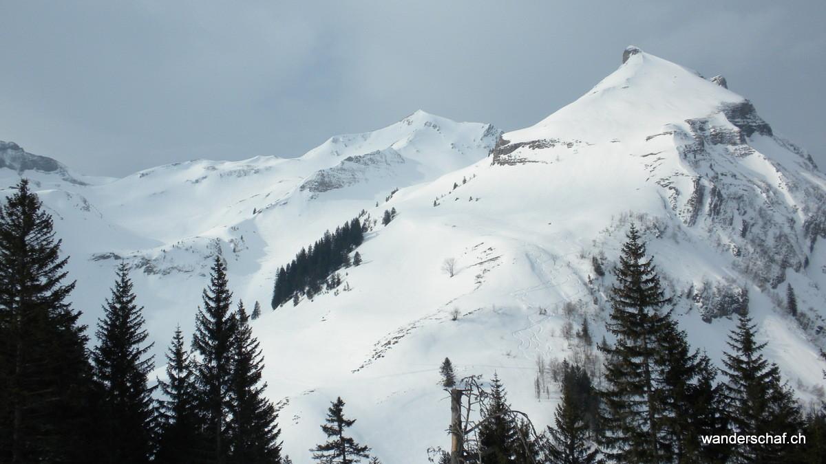 Blick zum Arnitriste; die Route führt links rum hinauf