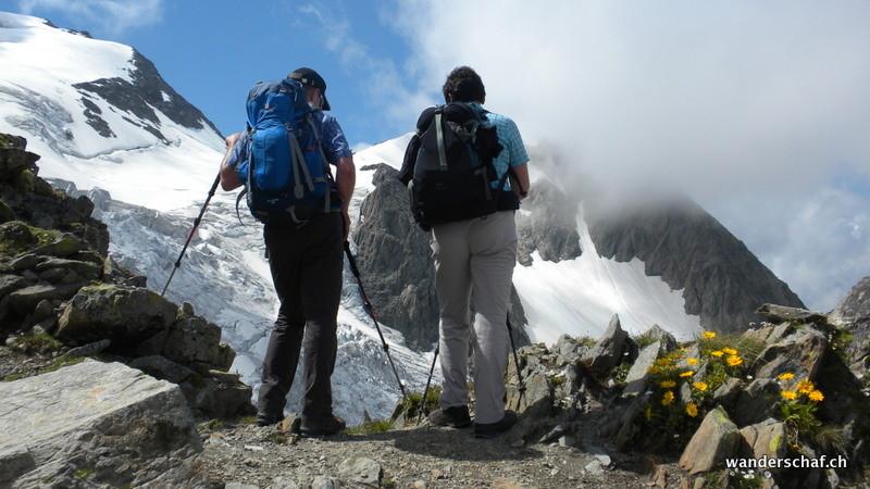 Tiefblick zum Gletscher