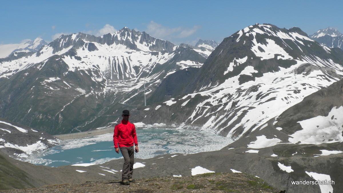 auch der Griessee hat noch Eisschollen