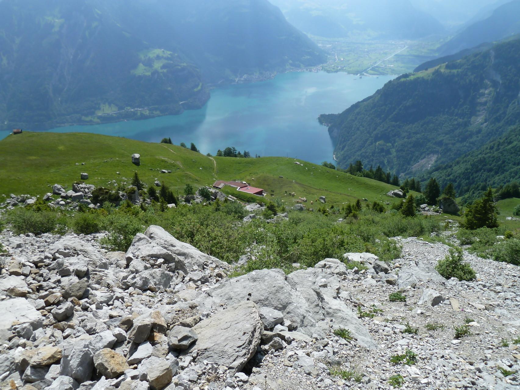 Tiefblick zur Alp Lauweli