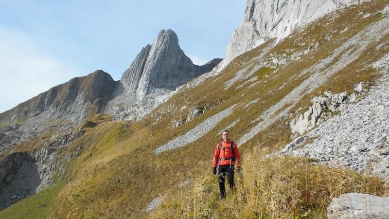 der Wanderleiter Aspirant im Abstieg zum Fählensee