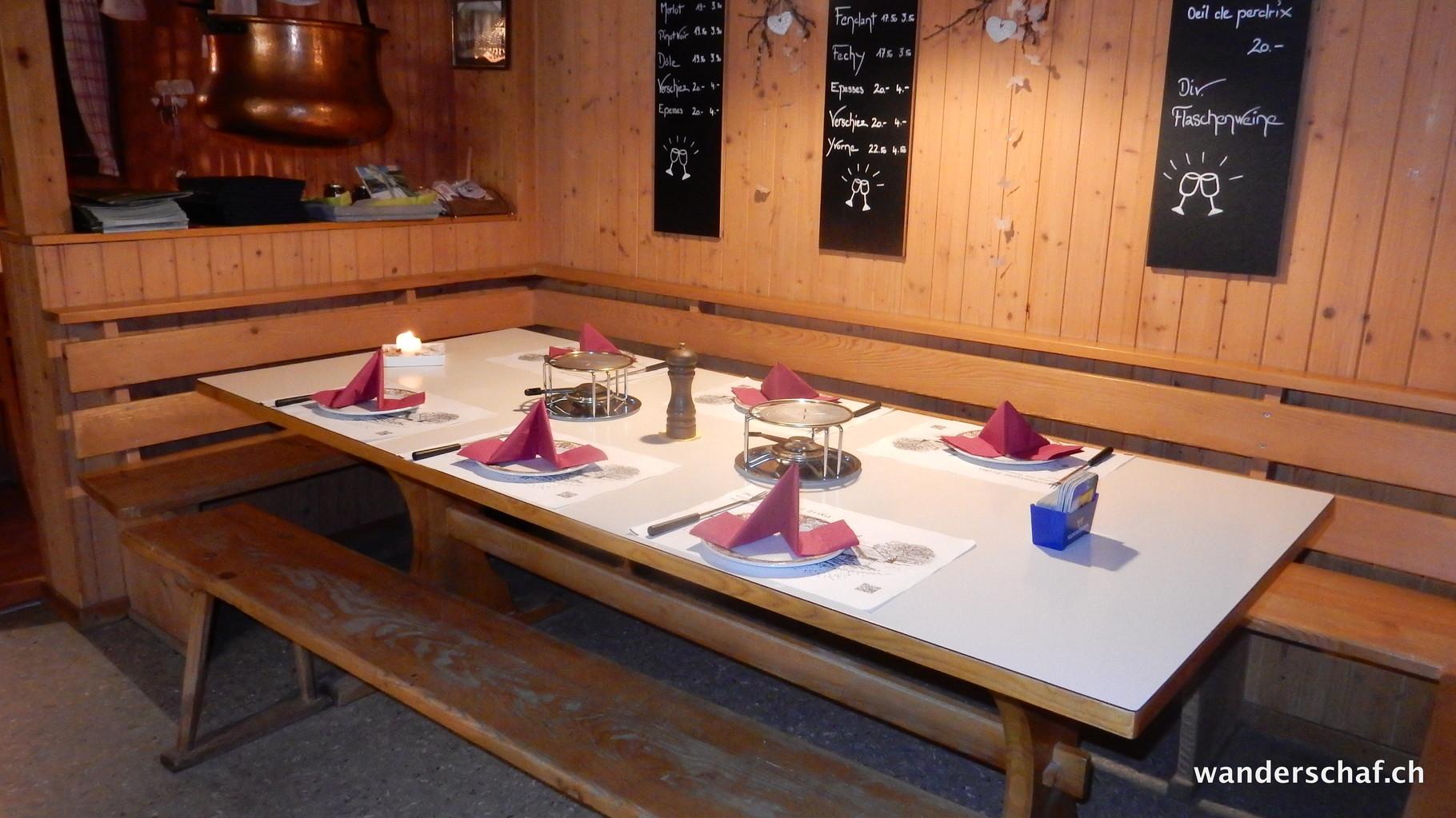 gemütliches Stübli im Geissholle-Beizli....Bergrestaurant Erika