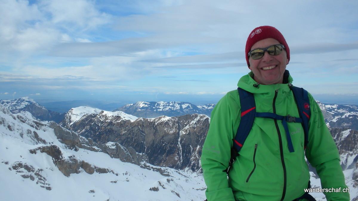 erfreut über den 2. Gipfel.....der 3. folgt so gleich....