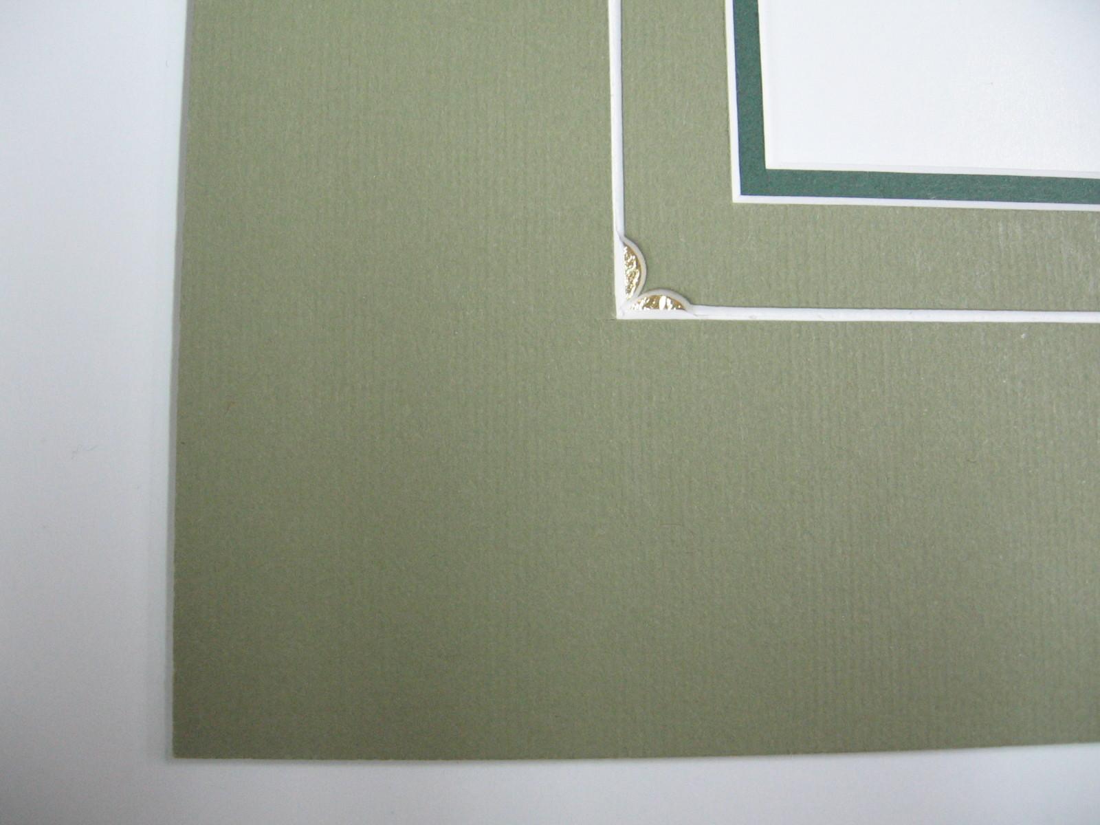 Particolare di un passepartout intagliato ed inciso, l'intaglio è finito con della foglia oro.