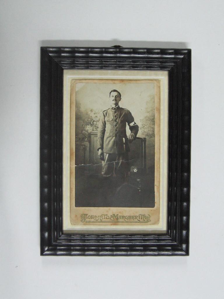 Foto d'epoca con cornice guilloché nera.