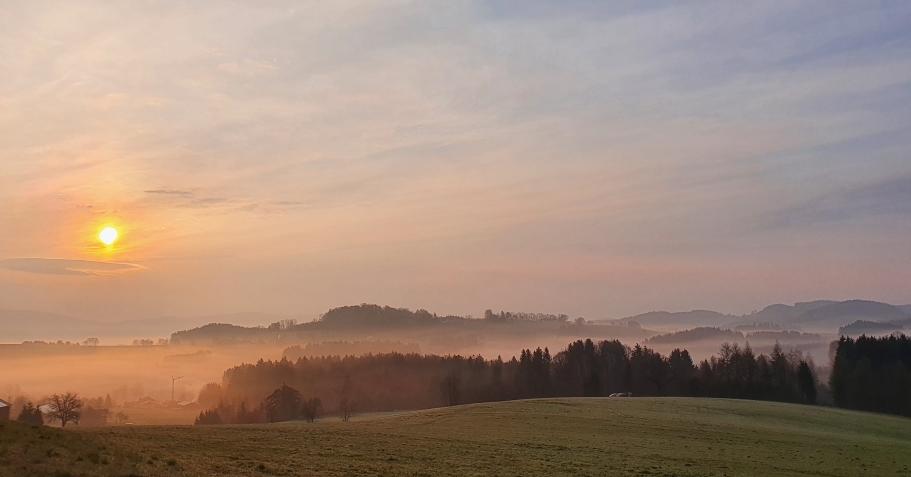 22.04.21 Sonnenaufgang Jägerbild mit Blick nach Österreich