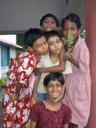 Kinder in Kalyani