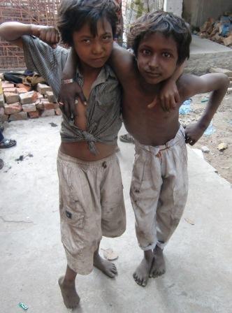 2 Jungs, die zur Mela kommen