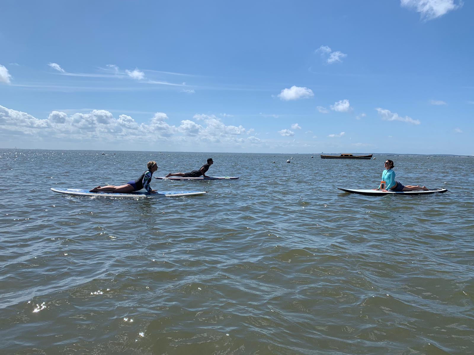 Yoga sur paddle, côté Bassin - ®YogaEspritSurf