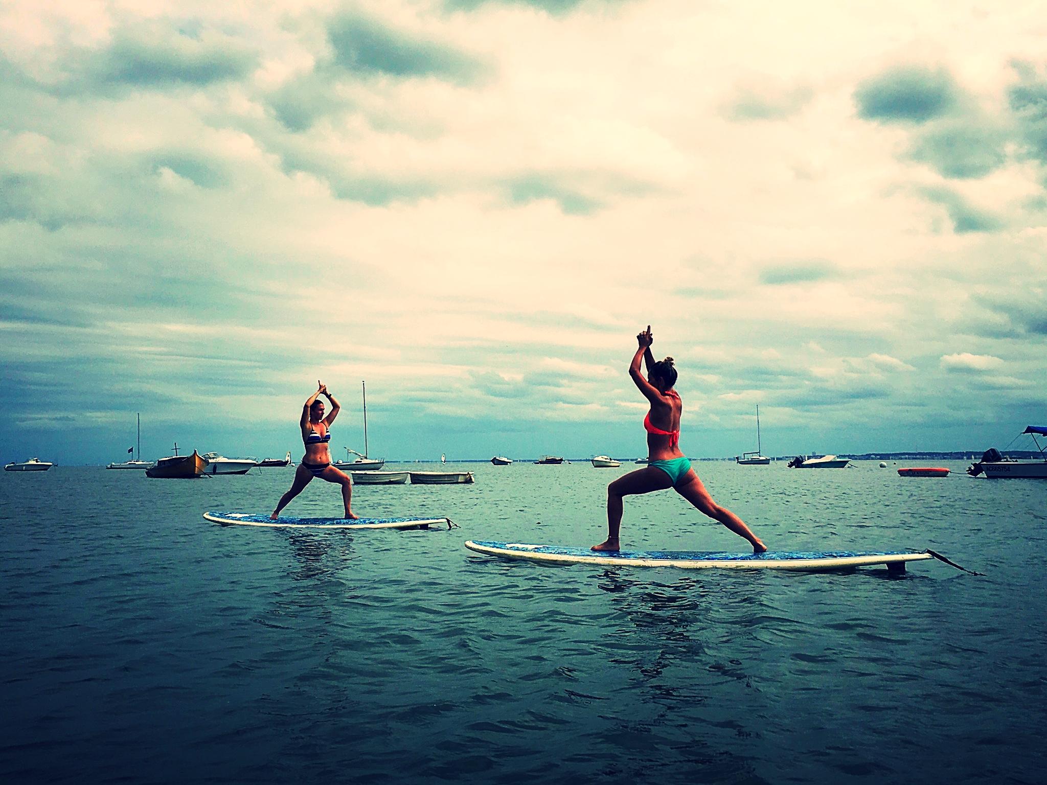 Séance de yoga sur Stand-up-paddle à La Cabane à Gliss', coté bassin, Claouey