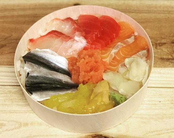 一番人気!!海鮮丼1500円(ネタは日替わり)