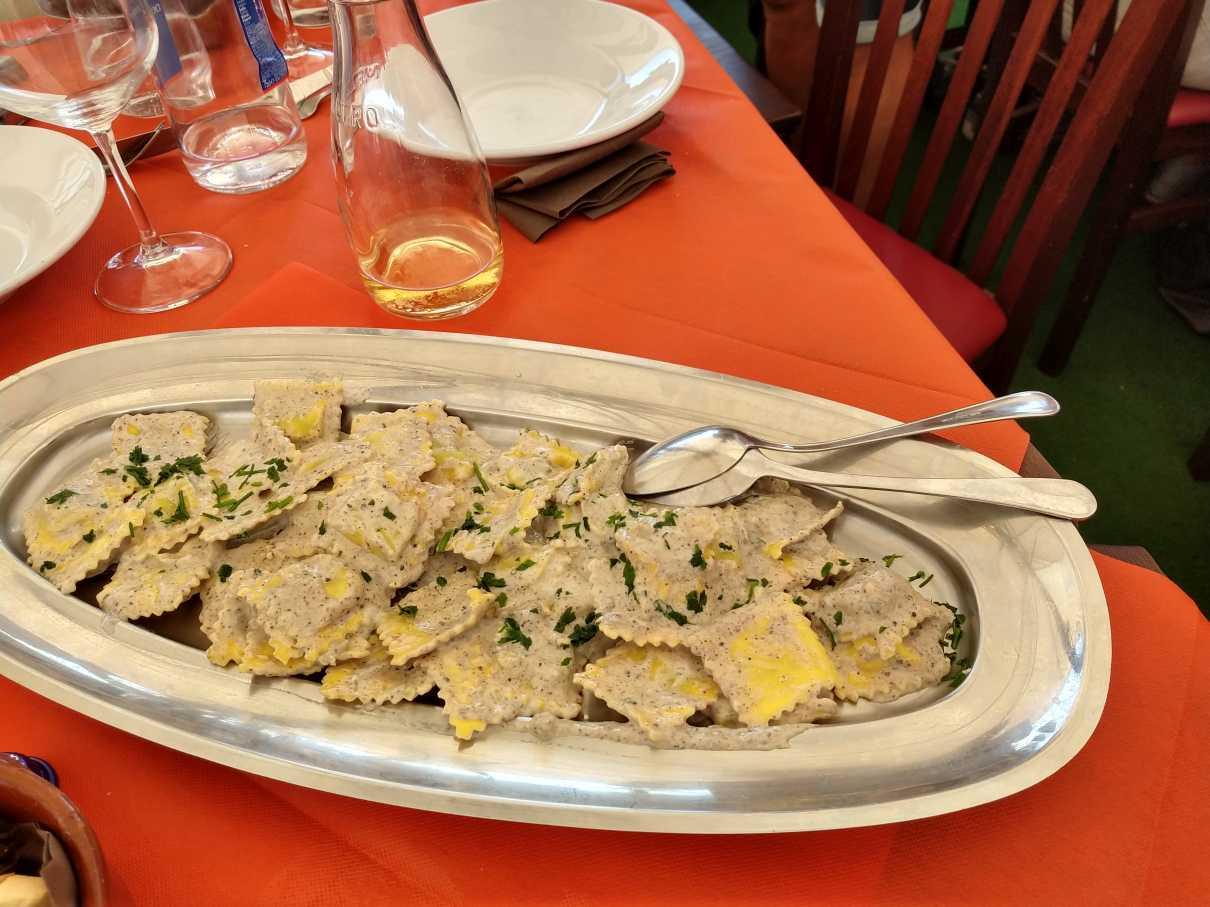 Mittag beim Capolinea mit Trüffel-Ravioli
