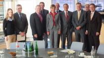 Das Foto zeigt (von links): Ellen Demuth MdL, Ulrich K. Wegener (GSG 9), Achim Hallerbach (Erster Kreisbeigeordneter), Christoph Hoffmann (Geschäftsführer), Katharina Geutebrück (Geschäftsführerin), Martin Buchholz (Beigeordneter), Wolfgang Bosbach MdB, M