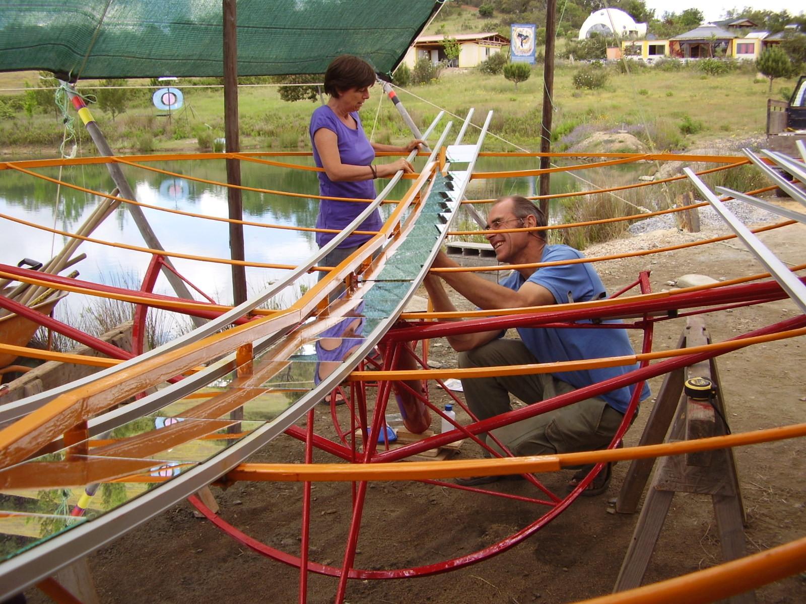 Tamera, gemeinsam bauen am Parabolspiegel