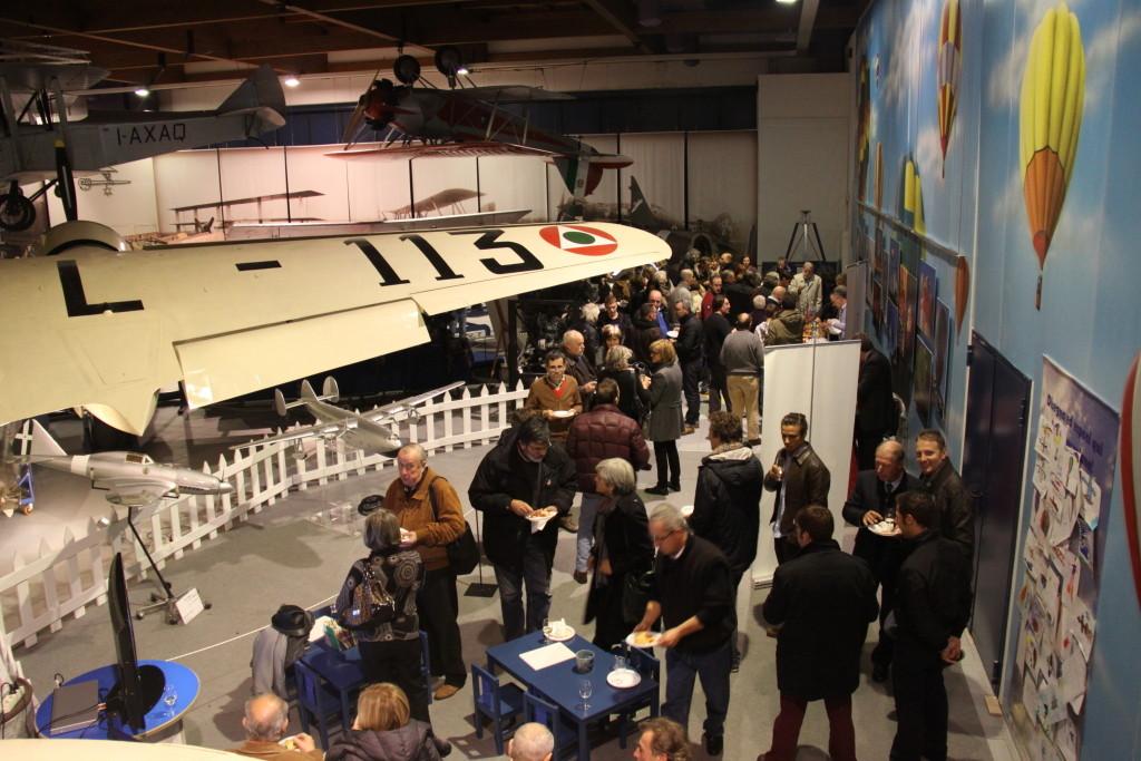 Sotto l'ala del Savoia Marchetti S.M. 79 per il bel rinfresco offerto dal Museo Caproni e per i grandi vini della Cantina Rotaliana