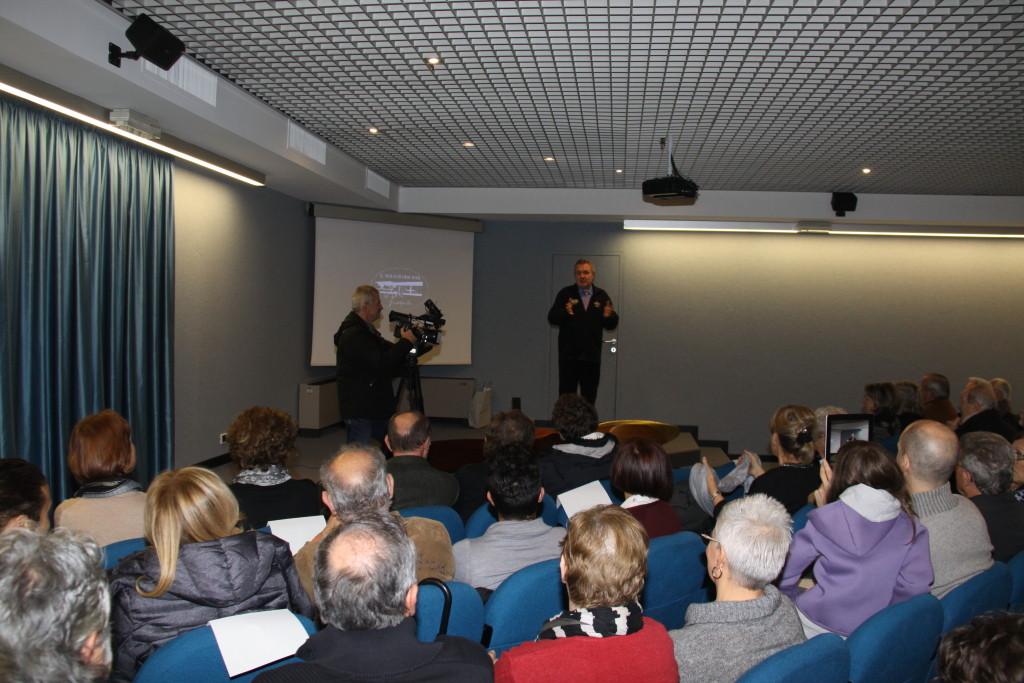 Il regista Mauro Vittorio Quattrina alle prese con la presentazione del Docufiction