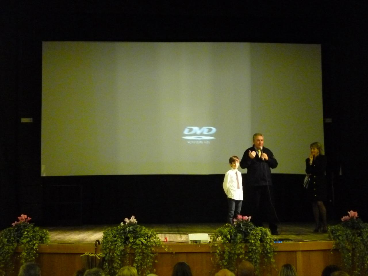 Il regista Mauro Vittorio Quattrina con l'attore che ha interpretato il ruolo di Guido Moncher da piccolo, Pietro