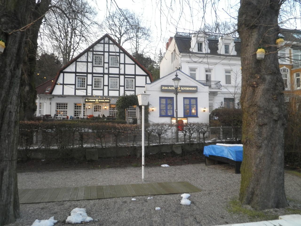 Zum alten Lotsenhaus in Övergönne