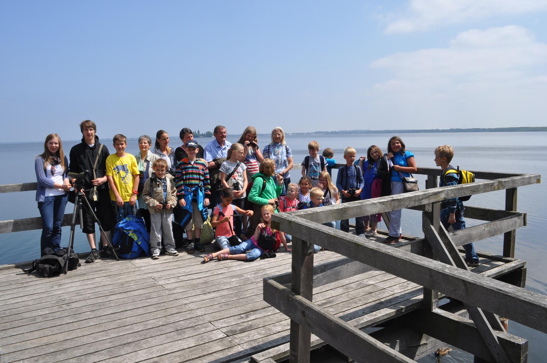 Ferienspaß-Gruppe mit Betreuern am Steinhuder Meer