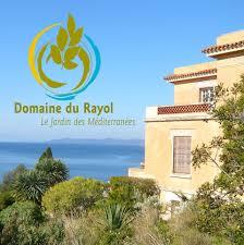 La maison d'accueil du Domaine du Rayol et vue sur la mediterrannée.
