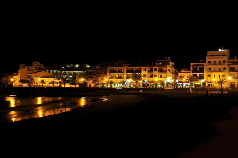 Playa Calera bei Nacht