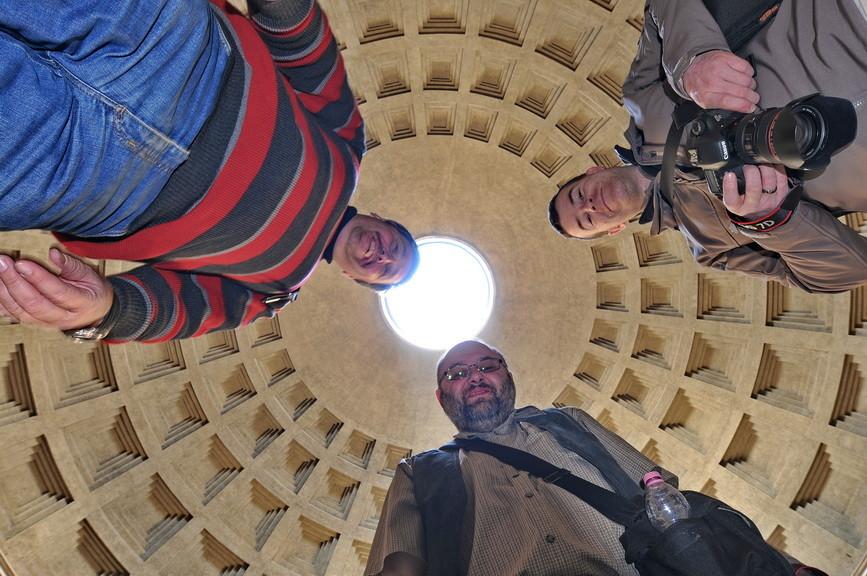 Nein, das sind nicht die Menschen die du kennst, das zufällige Touristen in Rom