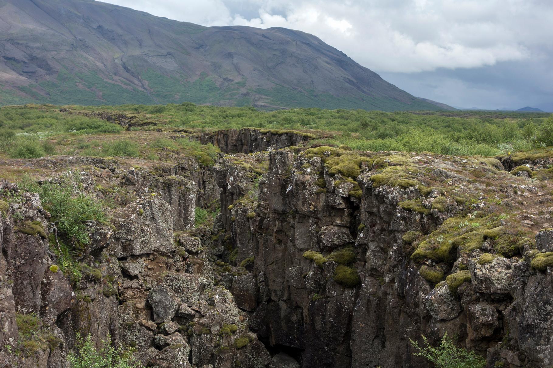 Erdspalte im Þingvellir-Nationalpark
