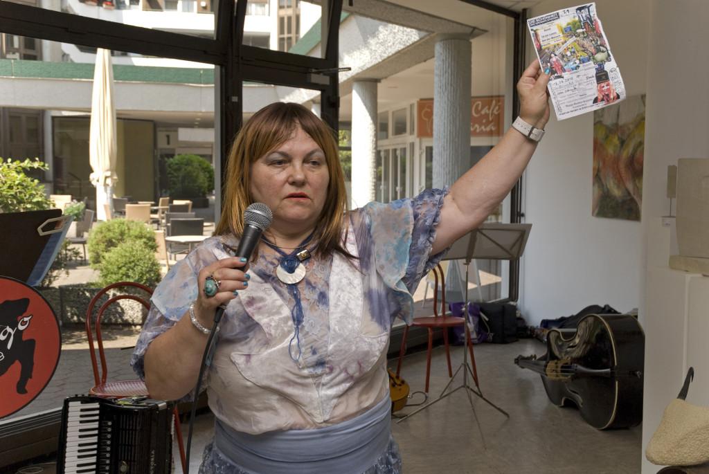 Wanja Richter Koppitz warb für ihre Kinderwagenaktion am 18. Juli auf der A40
