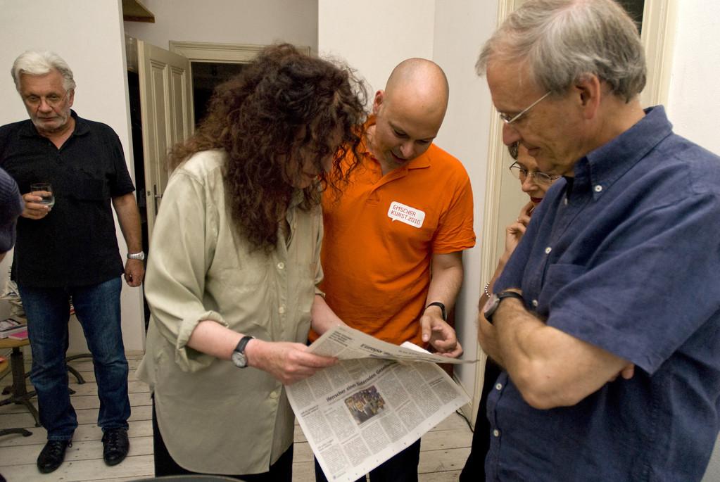 Studium der Presse zum Vortrag