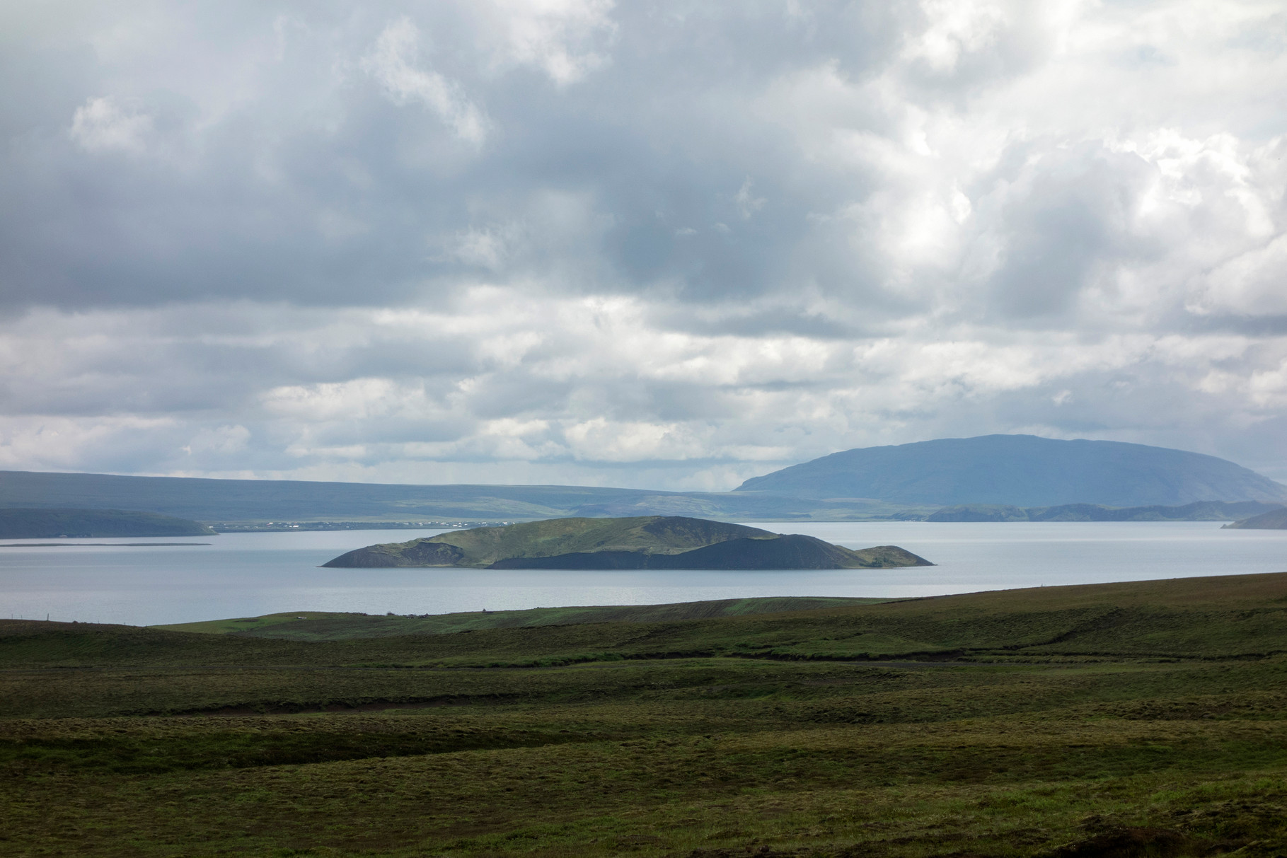 der Þingvallavatn (Thingvellir-See) mit der Insel Sandey