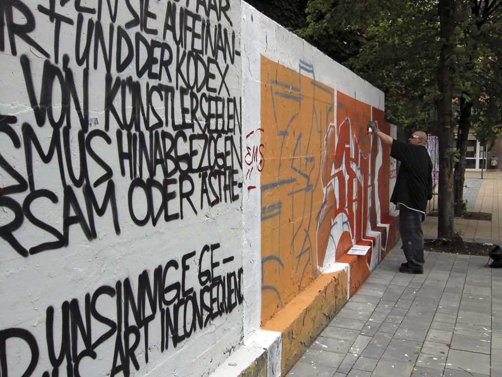 Graffiti-Künstler im Hof der Brauerei