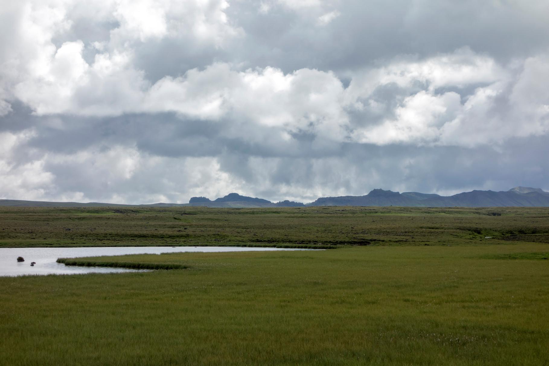 Landschaft auf der Fahrt zum Þingvellir-Nationalpark