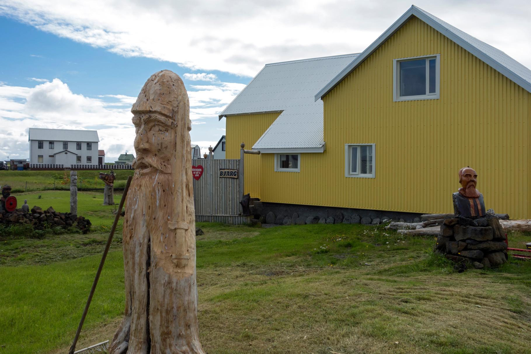 Holzkunst in Grindavik