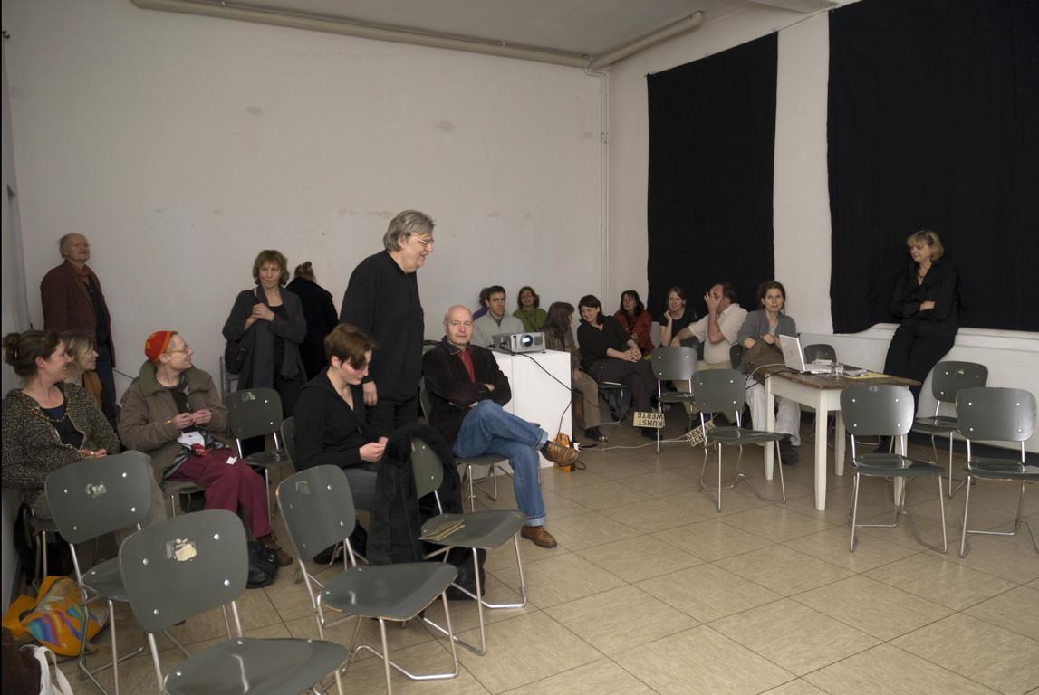 Vor dem Vortrag von Leonie Baumann