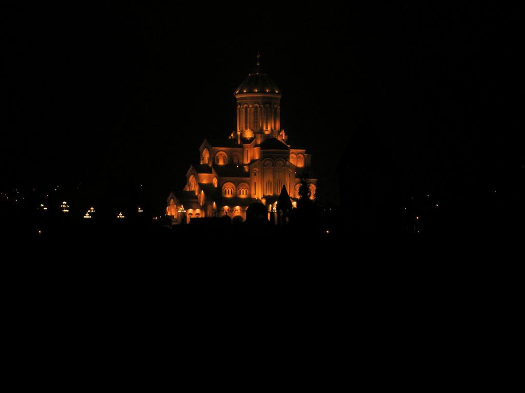 Blick vom Lokal auf die Stadt: Sameba Kathedrale