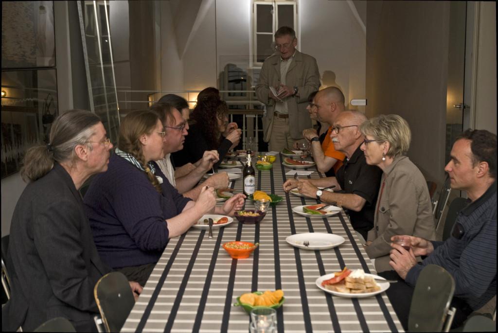 Abschluss mit Diskussionen, Essen und Trinken