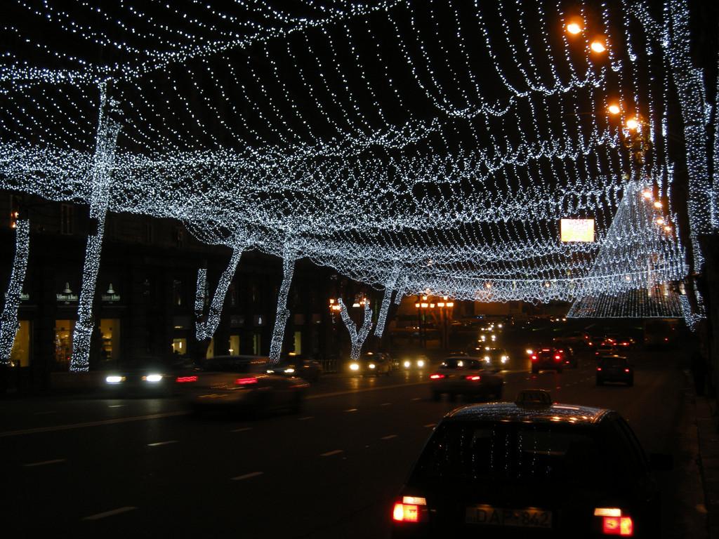 Weihnachtsbeleuchtung am Tawisubleibis Moedani (Freiheitsplatz)