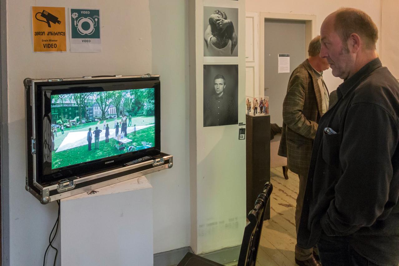 """Erwin Wiemer: Video """"HOrigamiUSE"""" über eine Kunstaktion am Moltkeplatz"""