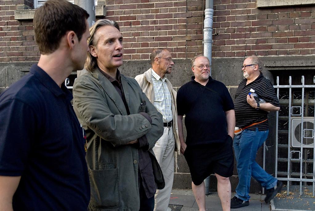 Architekt Peter Bredenk und Pfarrer Ingo Reimer im Gespräch mit Interessenten