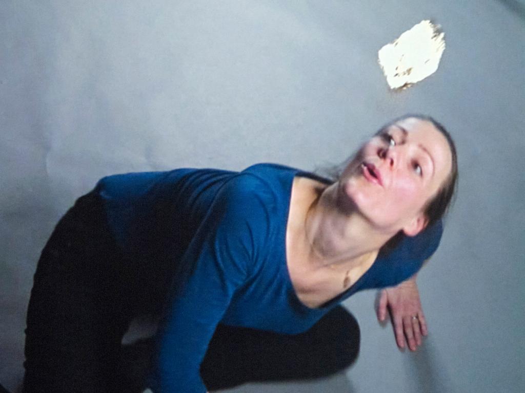 Freya Hattenberger, Kiss, 3-Kanal Videoinstallation, 2010, (Ausschnitt)