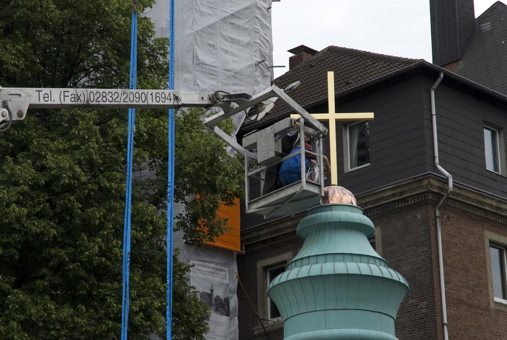 Montage des Kreuzes