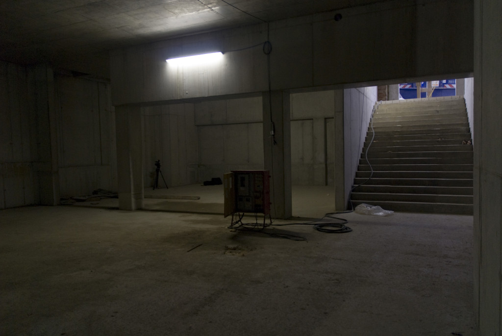 Hinter den beiden Pfeilern, exakt am alten Standort wird die Bar errichtet., Foto Dezember 2008