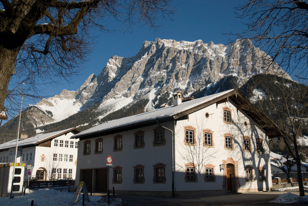 Ehrwald, im Hintergrund die Zugspitze