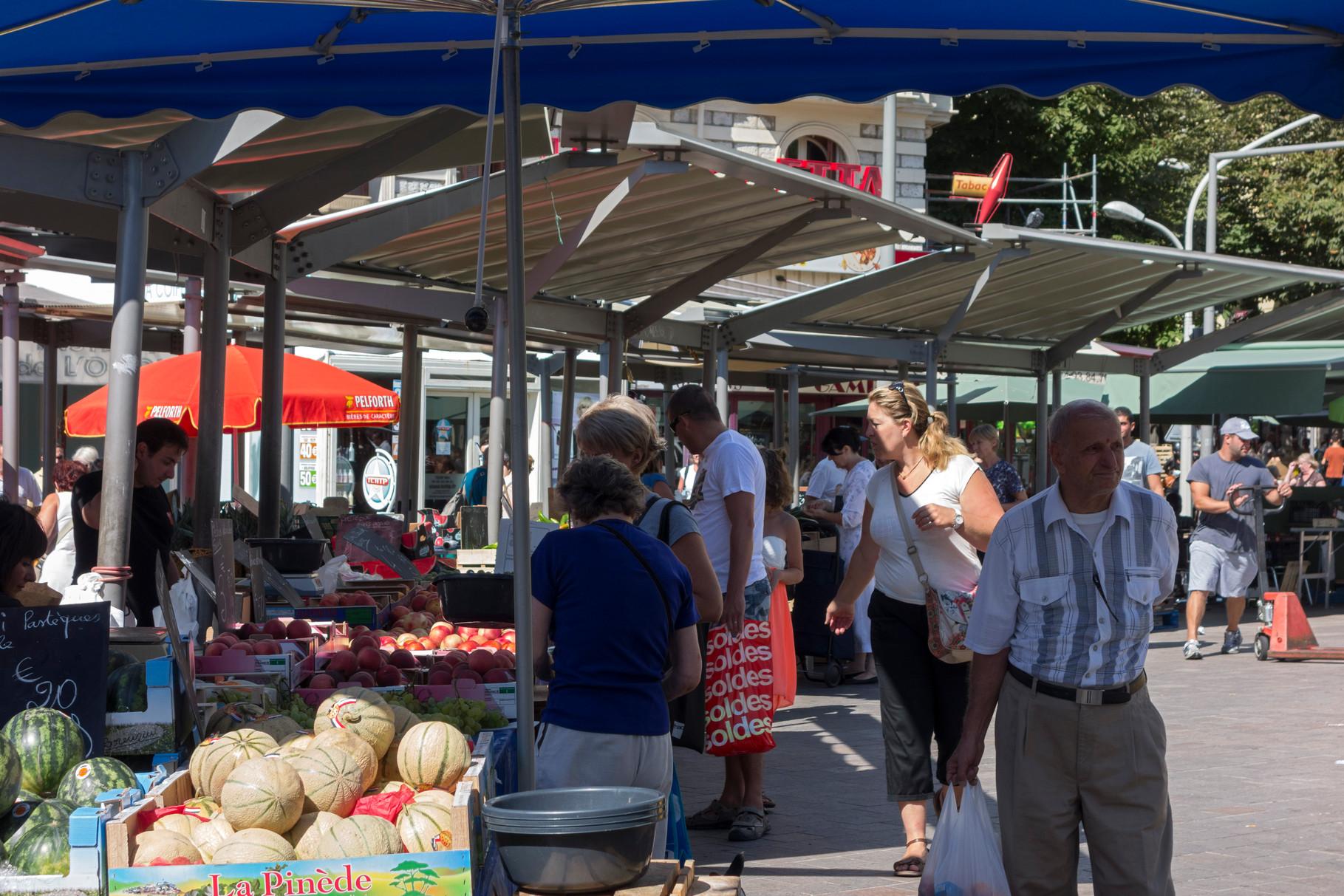 Markt am Place du Général de Gaulle